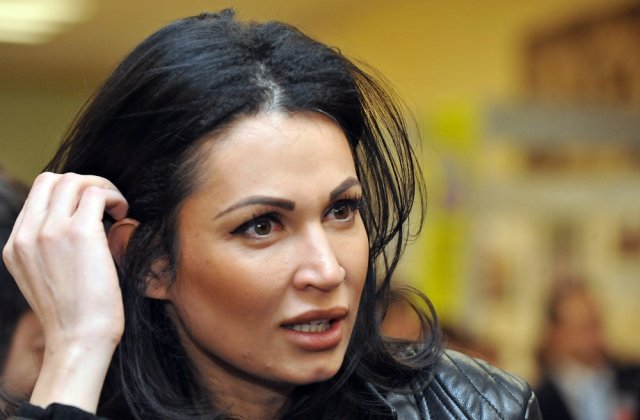 """Nicoleta Luciu, schimbare de look! Cum arată acum """"bruneta"""""""