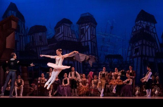 """Opera Naţională Bucureşti transmite online spectacolul de balet """"Lacul Lebedelor"""""""