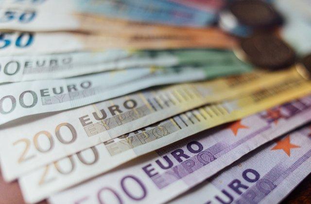 Euro, la un nou maxim istoric! A depășit 4,9 lei