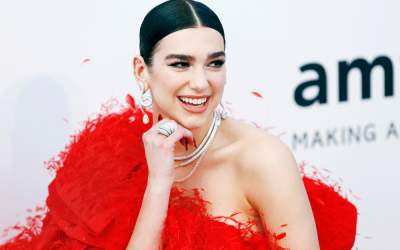 Brit Awards 2021: Dua Lipa,...