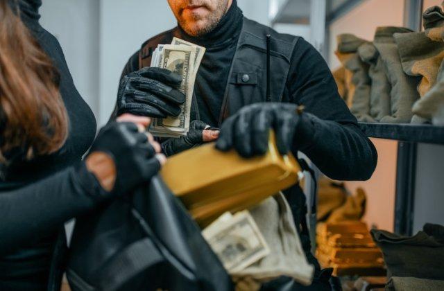 Jaf estimat la 100.000 de euro într-un hotel de lux din Paris. Ce au furat hoții