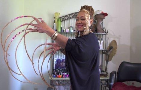 VIDEO Femeia cu cele mai lungi unghii din lume, le-a tăiat după 30...