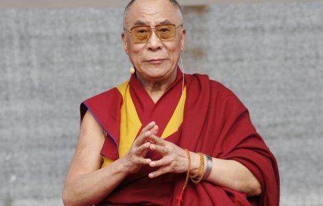 Dalai Lama i-a transmis condoleanțe reginei Elisabeta a II-a