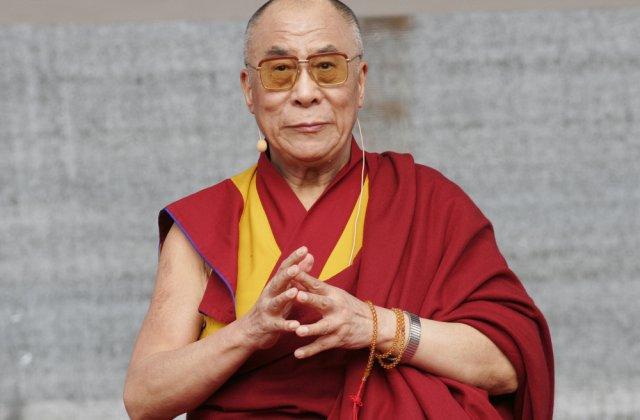"Dalai Lama i-a transmis condoleanțe reginei Elisabeta a II-a: ""Mă voi ruga pentru el"""