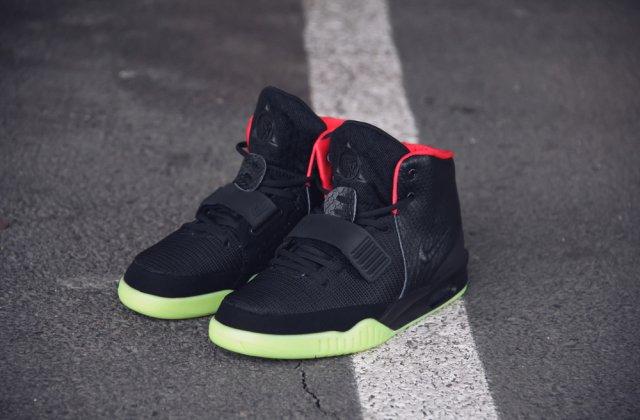 Licitație pentru pantofii de sport ai rapperului Kanye West. Cât costă aceștia