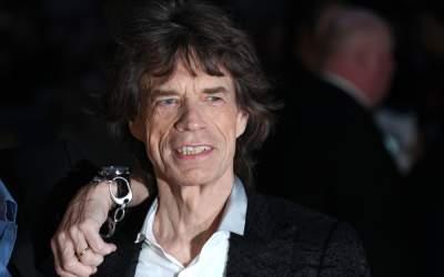 Mick Jagger şi Dave Grohl au...