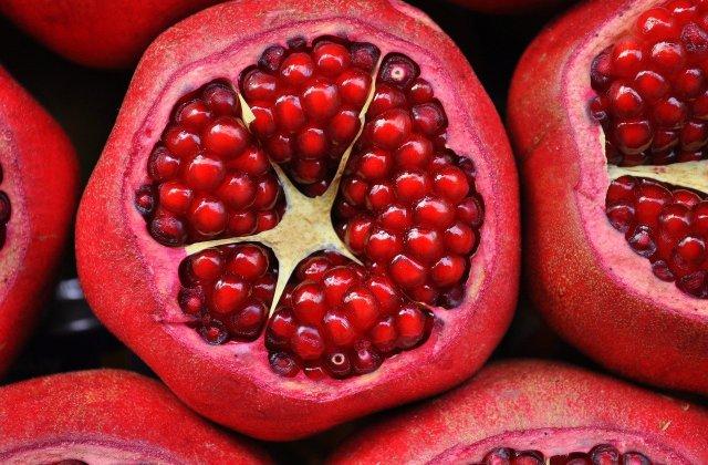 Ce se poate întâmpla în organismul tău dacă mănânci o rodie pe zi