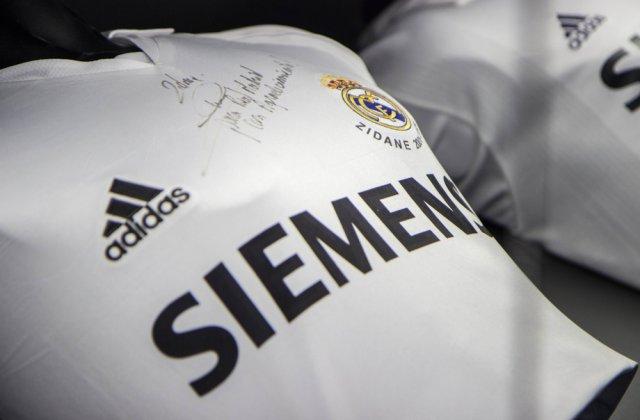 Licitație de tricouri semnate de fotbaliști renumiți pentru copiii cu autism