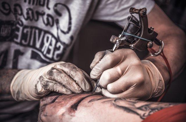 Un concept nemaivăzut: Tatuajul care dispare după aproximativ un an!