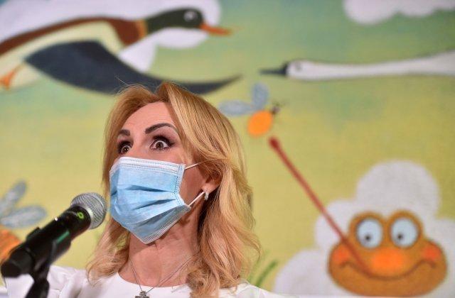 """Gabriela Firea îl atacă dur pe Iohannis: """"Testarea pe stadion era periculoasă, vaccinarea pe stradă e cool"""""""
