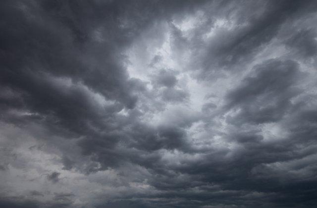 Instabilitate atmosferică în aproape toată țara, până duminică seara. Ce spun meteorologii