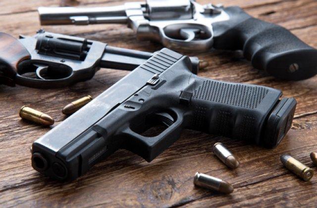 Un copil de 5 ani a fost împușcat mortal de fratele său de 8 ani