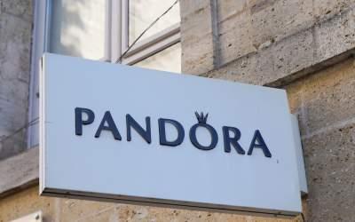 Pandora renunță la diamantele...
