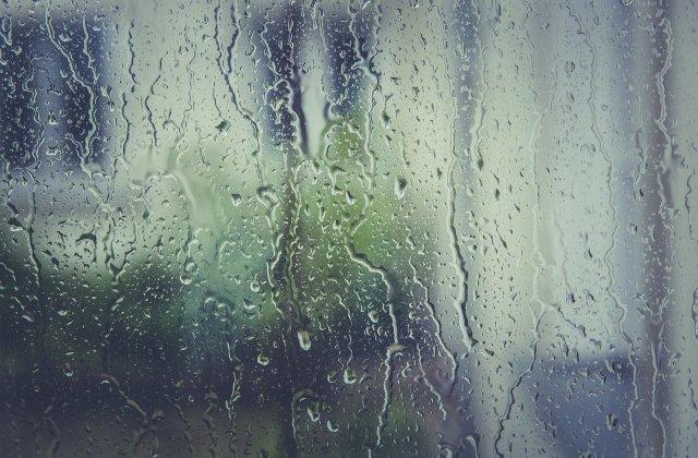Prognoza meteo - 6 mai. Meteorologii anunță ploi în jumătatea de est a ţării