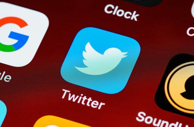 Twitter a suspendat câteva conturi care publicau informații ale lui Donald Trump