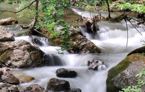 Amendă de 160.000 lei pentru poluarea masivă cu amoniu din râul Bicaz