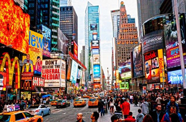 Trei persoane au fost rănite după un schimb de focuri de armă în New York