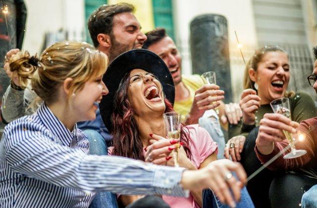 Petreceri cu sute de persoane în Spania. Poliţia a intervenit