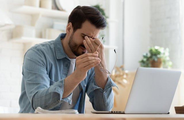 Scapă de stres! Moduri simple de a gestiona durerea cronică la locul de muncă