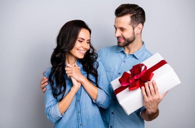 Surprinde-ți jumătatea: 4 idei de cadouri clasice pentru aniversarea relației