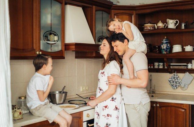 7 fraze prin care părinții pot distruge relația dintre frați