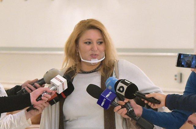 """VIDEO Diana Șoșoacă, scandal la centrul de vaccinare din Piaţa Constituţiei: """"Nu vă este rușine?"""""""