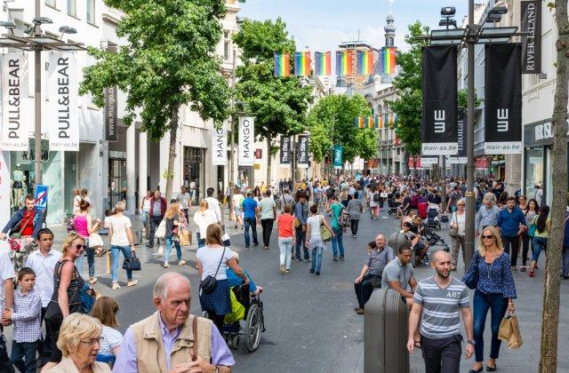 """Mai multe artere din centrul Capitalei se transformă în """"Zonă pietonală"""" în weekend"""