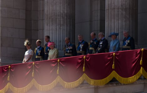 Reacția suveranei și familiei regale după nașterea fiicei lui Harry...