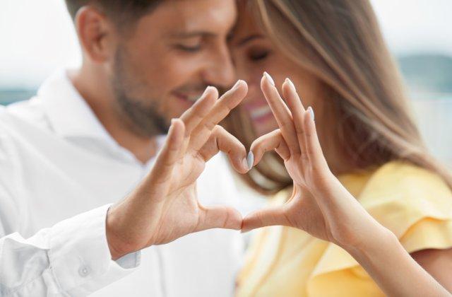Maturitate și stabilitate emoțională! Motive pentru care să alegi un partener de viață cu câtiva ani mai în vârstă
