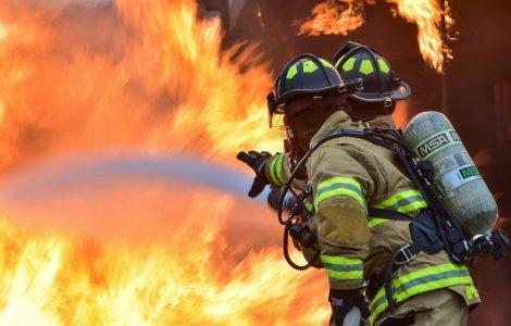 O icoană a rămas neatinsă de flăcări după ce două case au ars...