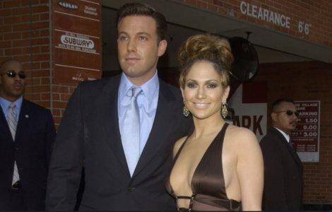 Jennifer Lopez și Ben Affleck, surprinși în ipostaze intime într-un...