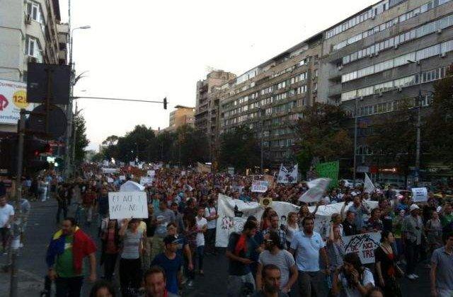 Mii de oameni iesiti in strada: Manifestatiile pentru Rosia Montana continua