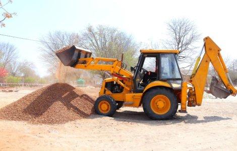 Buldozer versus buldoexcavator: care sunt diferențele?