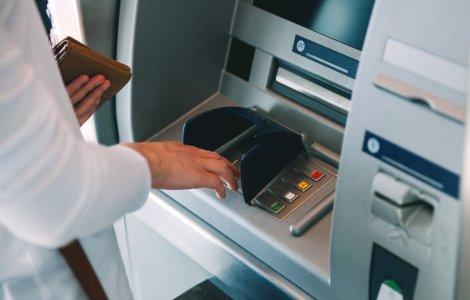 O femeie din SUA s-a trezit cu 1 miliard de dolari în contul bancar
