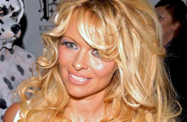 Pamela Anderson isi cauta iubit mai batran decat ea