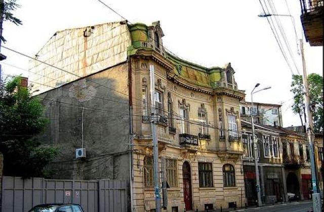 O casa s-a prabusit pe Calea Mosilor