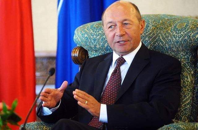 "Basescu, ironizat la Congresul TSD: Ponta a primit o colivie ""destinata unui cuc"""
