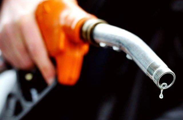 Odiseea accizelor: Cu cat s-ar putea scumpi benzina in 2014