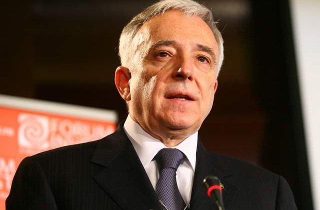 Mugur Isarescu spune ca nu va candida la Presedintie