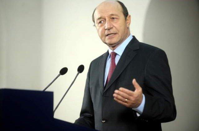 Basescu: Romania a pierdut 10 ani in pregatirea tinerilor, prin desfiintarea liceelor profesionale