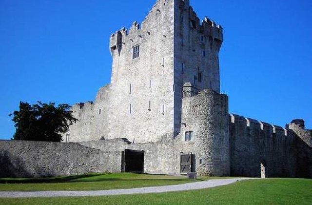 Un roman cu un bordel in Irlanda este trimis inapoi in tara