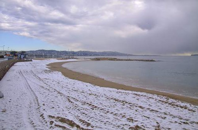 Franta si Spania, afectate de ninsori si de valuri enorme