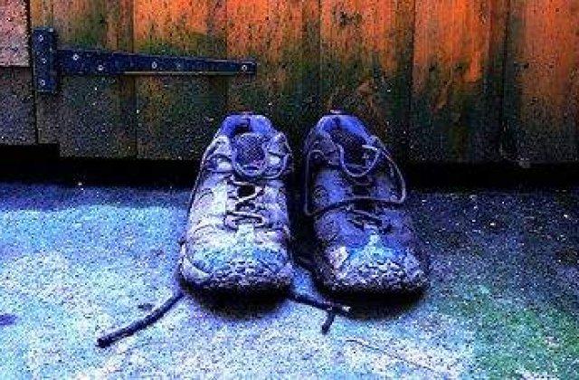 """Arestat pentru ca avea """"papuci suspecti"""""""