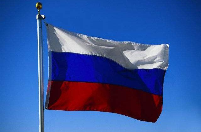 Drapelul si imnul devin obligatorii in scolile din Rusia