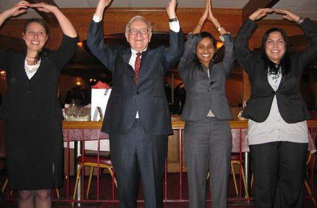 A platit 2,6 milioane pentru o cina cu Warren Buffet