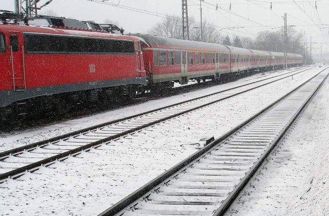 CFR Calatori: Trenuri anulate si restrictii de trafic pe opt linii din cauza viscolului