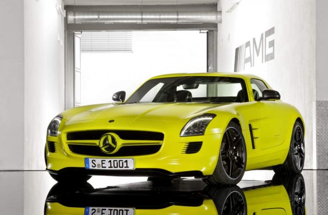 VIDEO: Mercedes SLS AMG E-Cell condus de David Coulthard