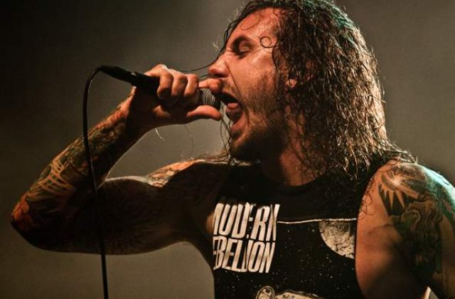 Vocalul formatiei As I Lay Dying a recunoscut ca si-a omorat sotia