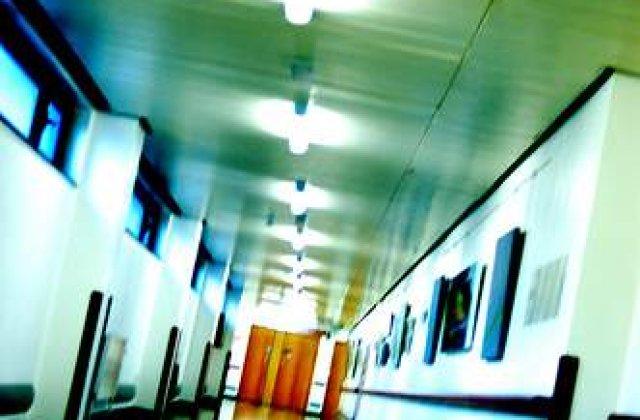 Spitalele din Romania: Batran batut si batjocorit de ingrijitorul lui
