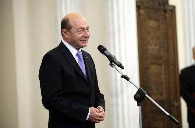 Basescu va semna miercuri decretele de numire a noilor ministri